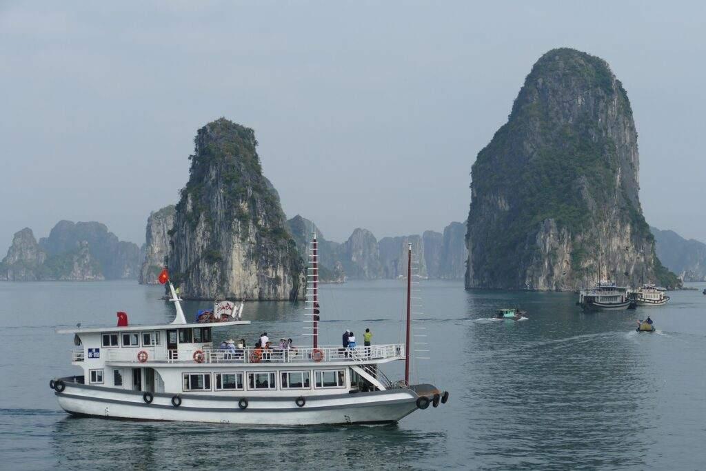 đi du lịch Vịnh Hạ Long