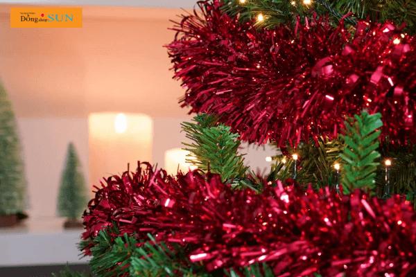 Kim tuyến trang trí cây thông Noel