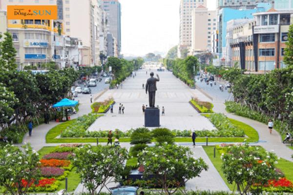 Phố đi bộ Nguyễn Huệ